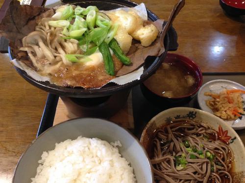 ひがく(登山食堂)朴葉味噌定食