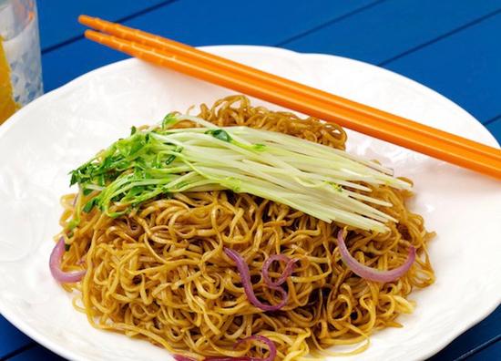 hk style fried noodles 1 i(n soy sauce)